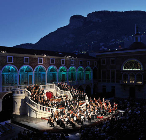 L'Orchestre Philharmonique de Monte-Carlo propone anche quest'anno i concerti estivi nella Corte del Palazzo del Principe