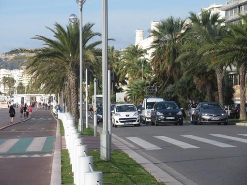 Auto sulla Promenade des Anglais