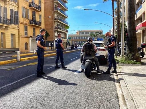 Pattuglia della Police Municipale in Boulevard François Grosso a Nizza