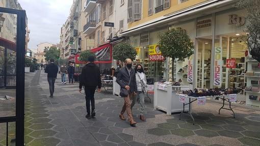Saldi nella Rue Pietonne a Nizza, foto di Ghjuvan Pasquale