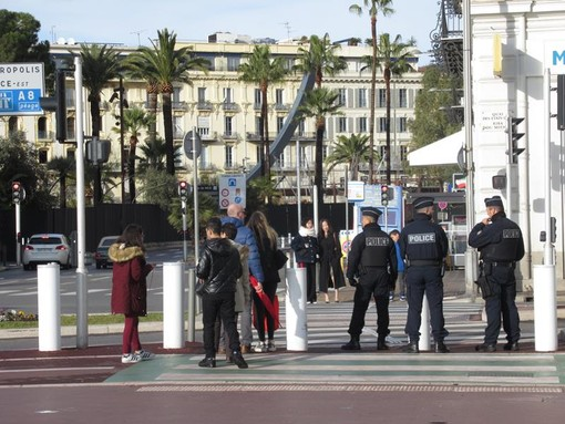 Poliziotti sul Quai des Etats Unis a Nizza