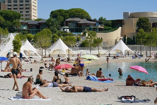 La spiaggia pubblica del Larvotto ha accolto 160.000 persone nell'estate del covid, appuntamento al 2021