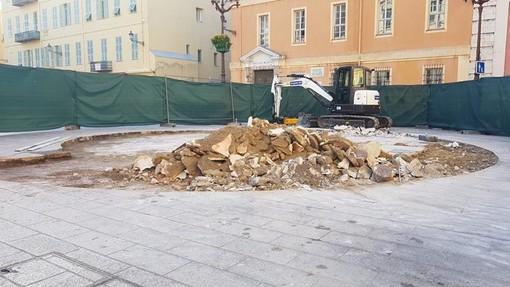 """I """"resti"""" della fontana di Place du Palais de Justice nelle foto di Ghjuvan Pasquale"""