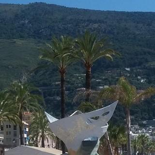 """""""La spiaggia e la scultura"""", fotografia di Milena Visentini"""
