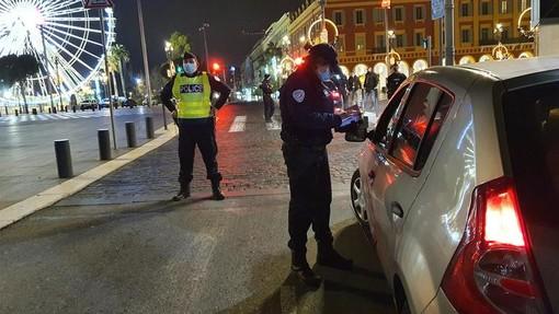 Polizia al lavoro nel centro di Nizza