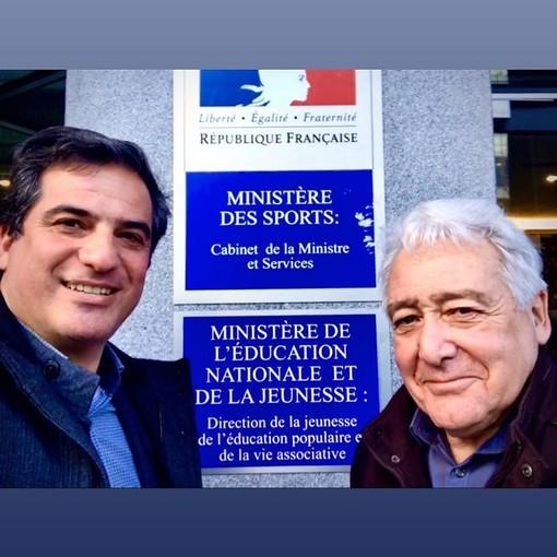 Stan Palomba davanti al Ministero dello Sport a Parigi