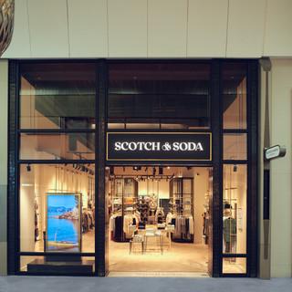 Scotch & Soda è al centro della moda quest'estate in Costiera Azzurra