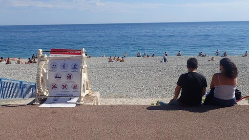 Spiagge di Nizza durante il week end, foto di Ghjuvan Pasquale