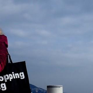 I test si potranno acquistare facendo shopping, elaborazione fotografica di Ghjuvan Pasquale