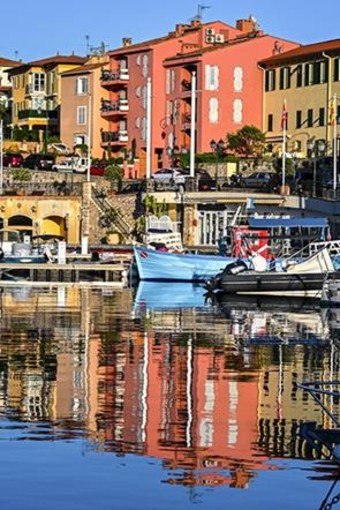 Foto 1: Passeggiare per le strade del villaggio e sulle banchine del porto. Foto Office de Tourisme Métropolitain  Crédits Photos :@ Ville de Saint-Jean-Cap-Ferrat @ BBO Studio @ Culturespaces - Pierre Behar @ Paloma Beach
