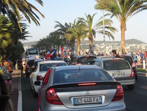 Nizza, la Promenade la sera del 15 luglio