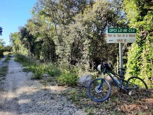 Il sentiero della Tour de la Madone, fotografie di Danilo Radaelli