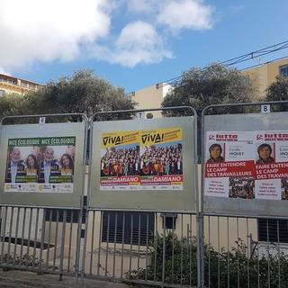 Tabelloni elettorali a Nizza (foto di Ghjuvan Pasquale)