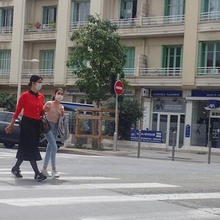 A passeggio con la mascherina, foto di Ghjuvan Pasquale