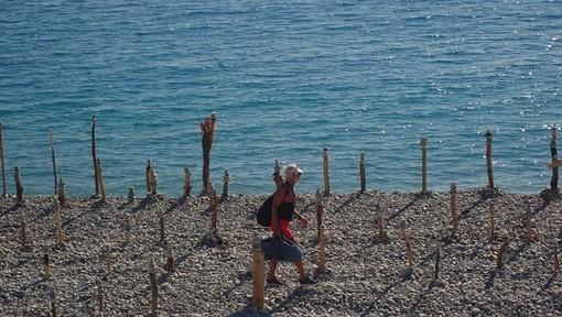 La spiaggia di Nizza nelle foto di Ghjuvan Pasquale
