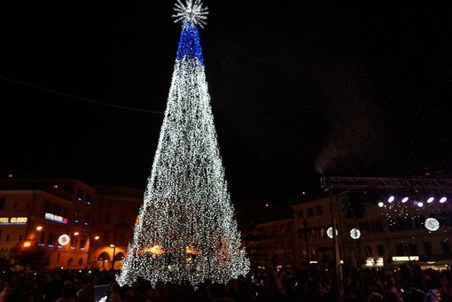 Natale a Sanremo con musica, giochi di luce e tanto divertimento