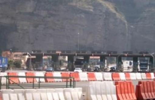 """L'autostrada A8 si sta trasformando in una """"via della speranza e della disperazione"""""""