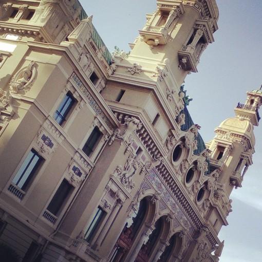 Un pic-nic ai  giardini della Place du Casino? E' possibile a Montecarlo...scopri come