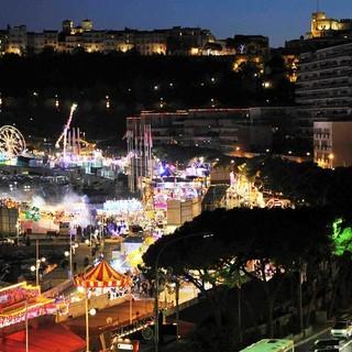 Torna a Port Hercule la Foire Attractions, oltre 60 giostre e attrazioni sul porto di Monaco