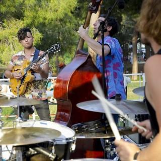 L'estate è una festa ad Antibes Juan-les-Pins! Musica, mostre, spettacoli di artisti di strada, attività sportive, mercati artigianali e molto altro ancora