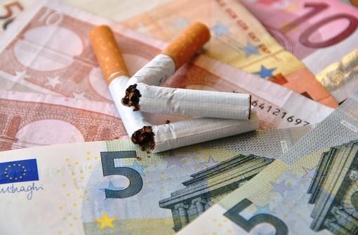 I due metodi più efficaci per smettere di fumare a confronto