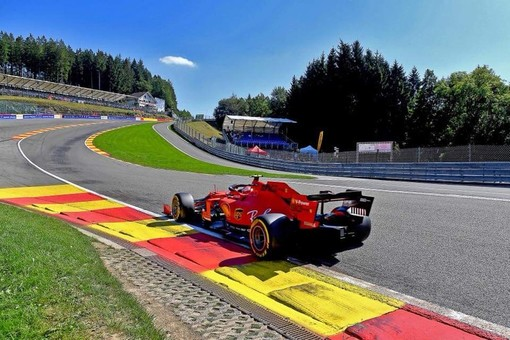 Formula 1. Leclerc maestoso a Spa: pole position per il monegasco della Ferrari nel GP del Belgio