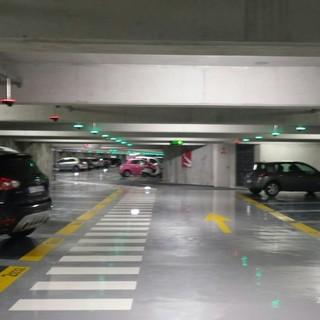 Parcheggi pubblici a Monaco: se lasci il veicolo fermo tutto il mese paghi 100 euro in più
