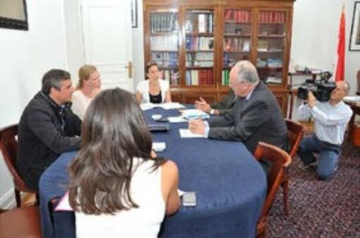 Il Ministro Roger con i 3 giornalisti incontrati oggi - Photo crédit Charly Gallo