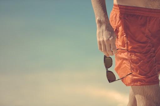 Dalla penna all'orologio: gli accessori must have per l'uomo e i consigli per l'estate