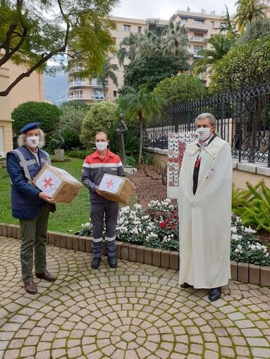 Il Servizio assistenza Civile – S.A.C. del V.E.O.S.P.S.S. ha consegnato alla Croce Rossa monegasca due box di coperte isotermiche d'emergenza